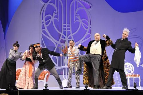 As Bartolo with Geneviève Lévesque (Berta), Julie Boulianne (Rosina), Antonio Figueroa (Almaviva), Armando Noguera (Figaro) and Jaime Offenbach (Basilio)
